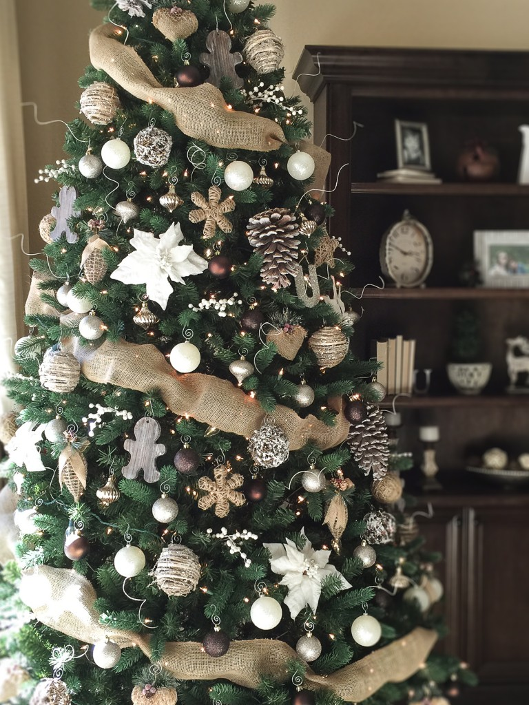 CHARMING CHRISTMAS TREE DECORATING IDEAS TO TRY THIS SEASON