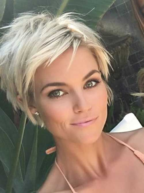 Gorgeous hairstyles for short hair 22