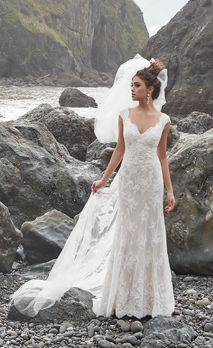 34 gorgeous lace wedding dresses for Beautiful fitted wedding dresses