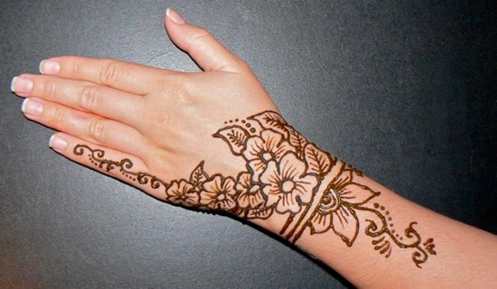 Mehndi Tattoo Hip : Henna tattoo ideas with images