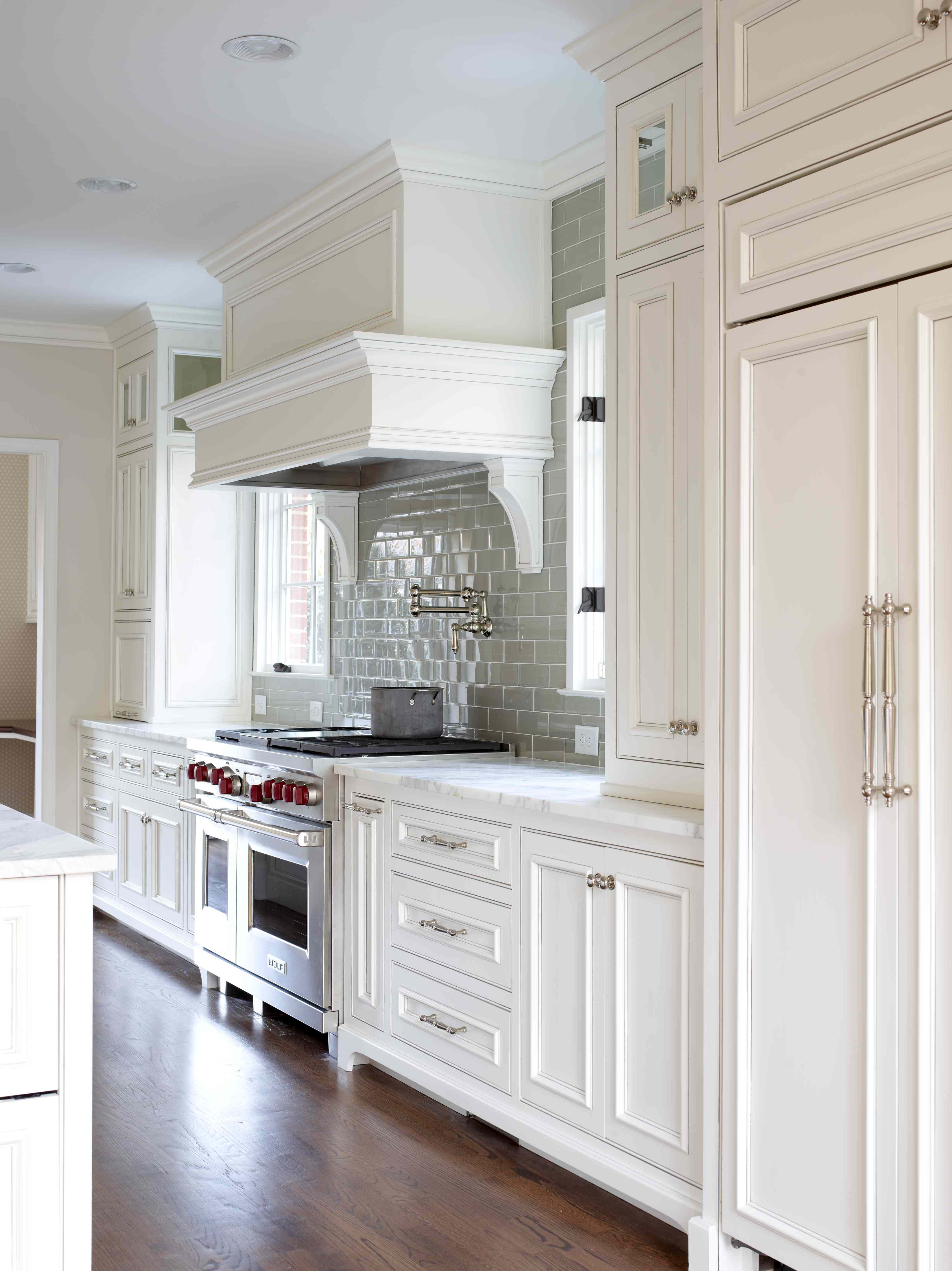 Kitchen Tile Backsplash with White Cabinets