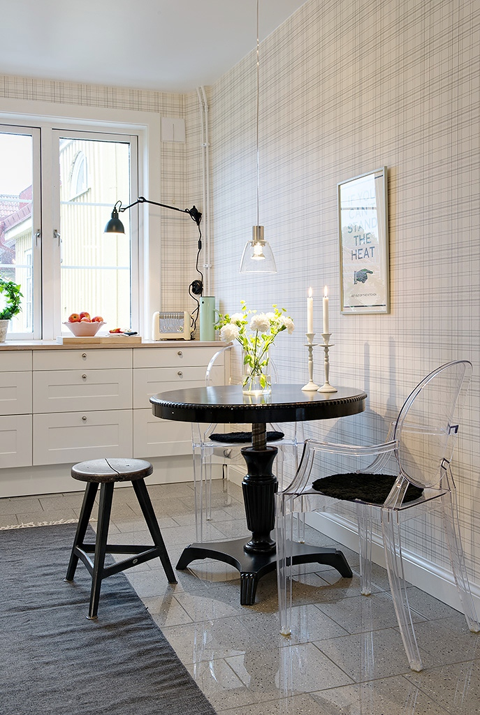 Small White Kitchen Table with Chairs