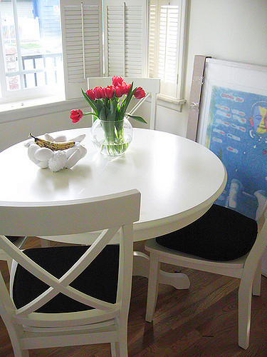 White Kitchen Table and Chairs