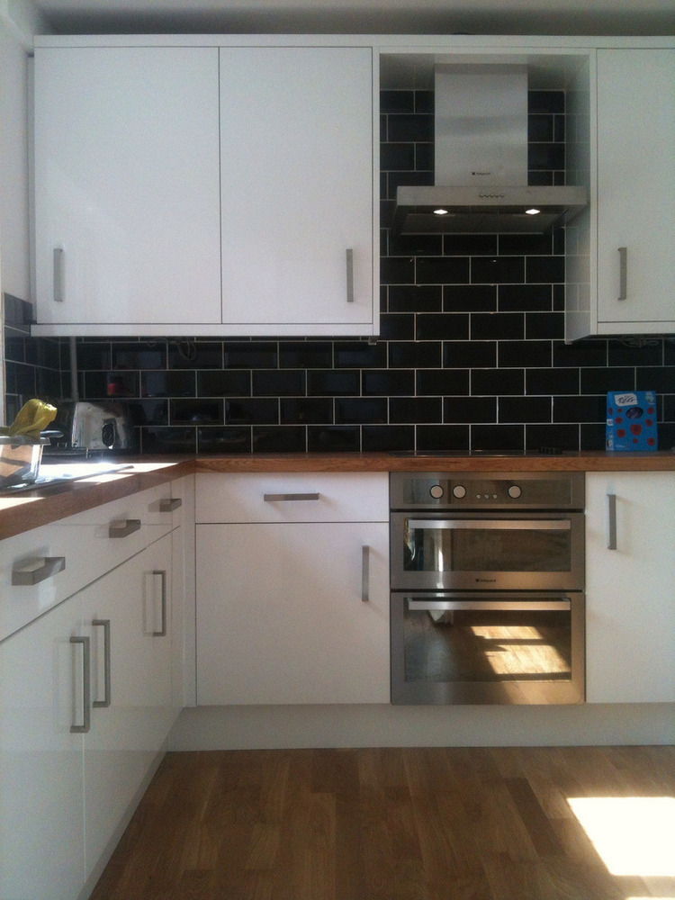 White Gloss Kitchen With Black Appliances. kitchen pictures of ...