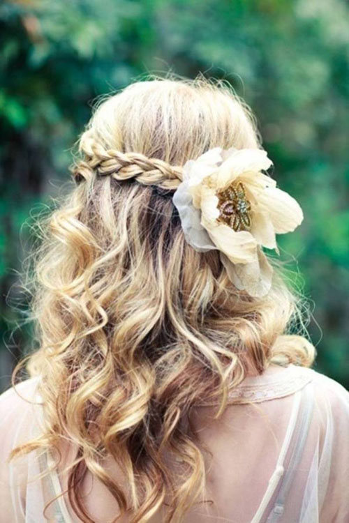 Beautiful Wedding updos for 2018 31